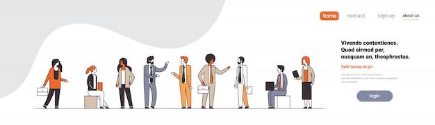 Pessoas de negócios a discutir conceito de brainstorming reunião colegas comunicação masculino feminino personagem de desenho animado comprimento total espaço horizontal cópia