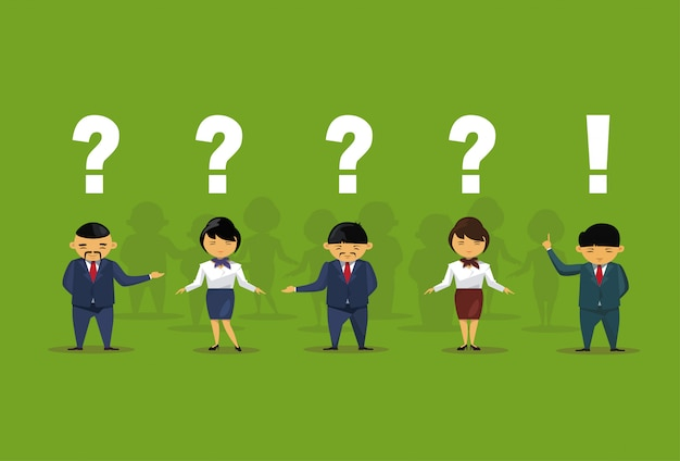 Pessoas de negócios asiáticos com pergunta e pontos de exclamação