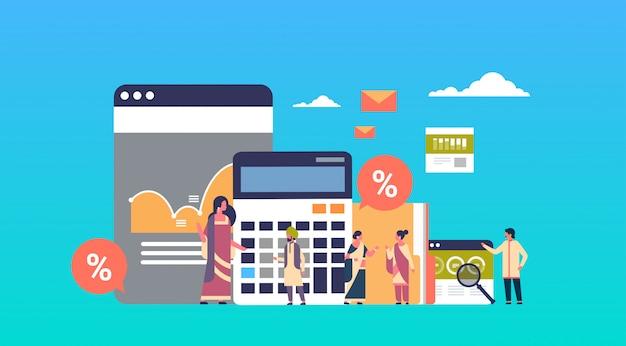 Pessoas de negócios indiano gráfico calculadora de análise financeira trabalhando juntos banner de brainstorming