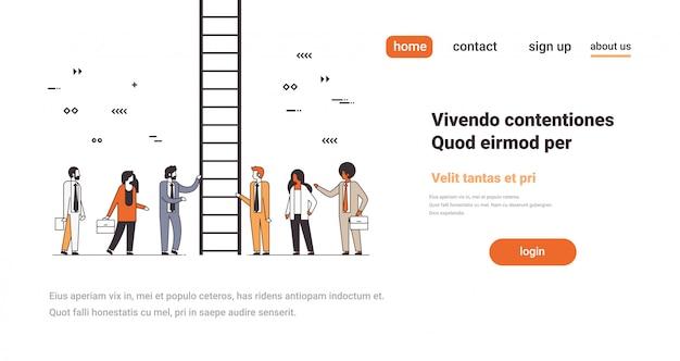 Pessoas de negócios perto de escada subindo carreira escada conceito maneira novas oportunidades bem sucedida trabalho em equipe linha cópia espaço horizontal