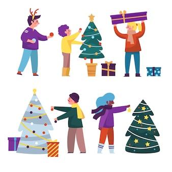 Pessoas decorando o pacote de árvore de natal
