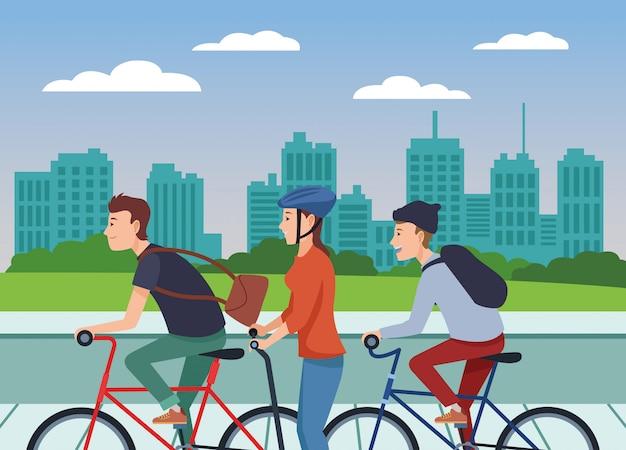Pessoas em bicicletas e scooters elétricos