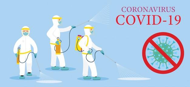 Pessoas em traje de proteção ou roupa, spray para limpeza e desinfecção de vírus, covid-19, doença de coronavírus, medidas preventivas
