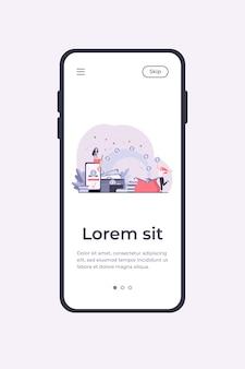 Pessoas estilizadas enviando pagamentos e recebendo dinheiro modelo de aplicativo móvel plano isolado