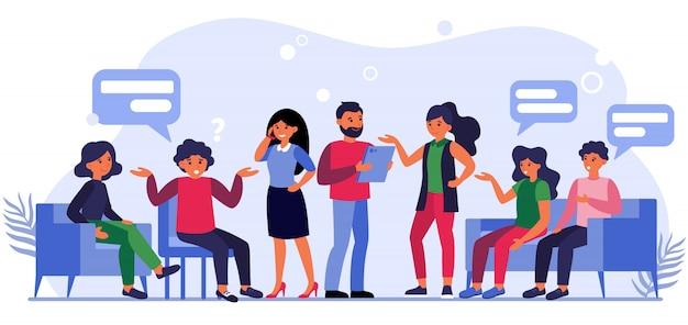 Pessoas fazendo perguntas aos empresários