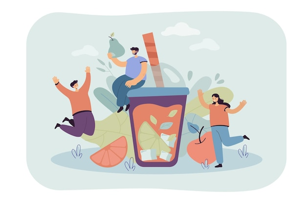 Pessoas felizes e saudáveis preparando bebida gelada de frutas