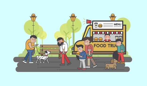 Pessoas felizes em um caminhão de comida