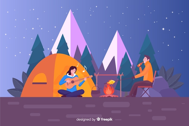 Pessoas felizes que acampam na natureza