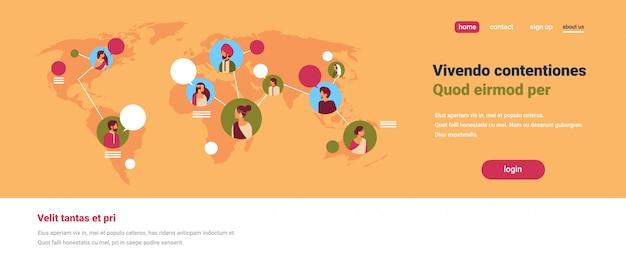 Pessoas indianas avatar mapa do mundo bate-papo bolhas comunicação global trabalho em equipe