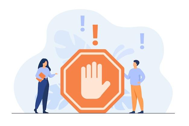 Pessoas minúsculas em pé perto de ilustração plana isolada de gesto proibido.
