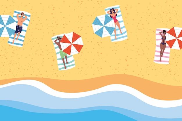 Pessoas na praia praticando cena social de distanciamento, férias de verão