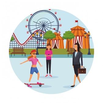 Pessoas no parque de diversões