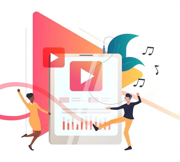 Pessoas ouvindo música no player portátil