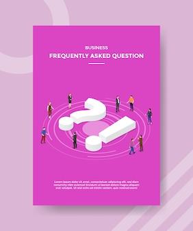 Pessoas que fazem perguntas frequentes às empresas em torno do ponto de exclamação