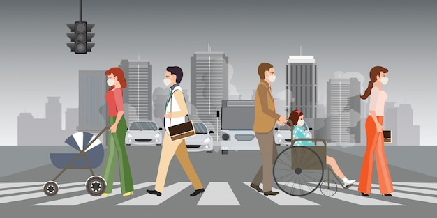 Pessoas que usam máscaras protetoras e andam na faixa de pedestres da cidade com a poluição do ar.