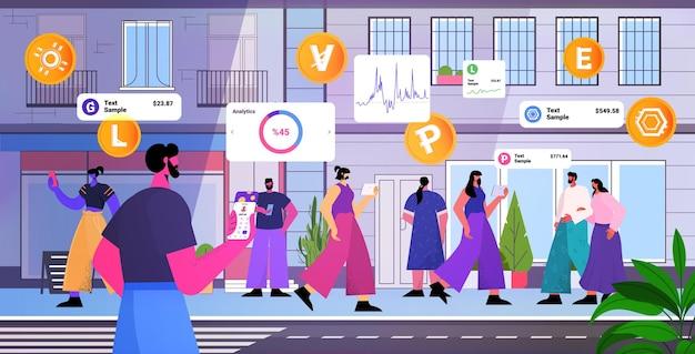 Pessoas que usam o aplicativo de mineração de criptomoeda em gadgets, aplicativo de transferência de dinheiro virtual, transação bancária, moeda digital