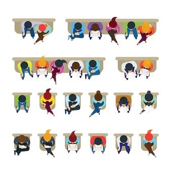 Pessoas sentadas em cadeiras, vista superior ou superior