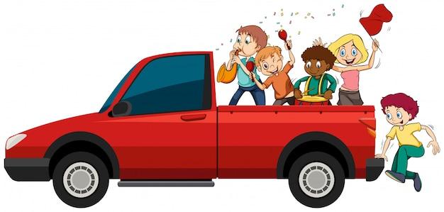 Pessoas tocando instrumentos musicais no caminhão