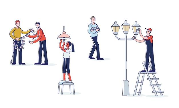 Pessoas trocando lâmpadas na guirlanda, no poste e em casa.