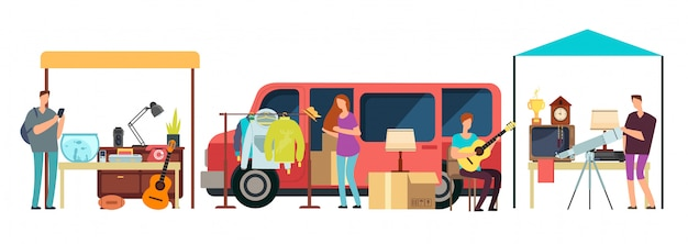 Pessoas vendendo, compras de roupas de segunda mão, bens vintage em mini faixas no mercado de pulgas.