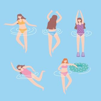 Pessoas vestidas em trajes de banho na piscina, atividades aquáticas no verão