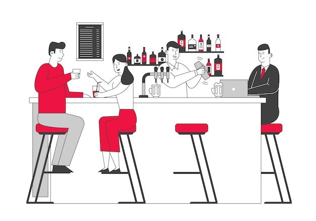 Pessoas visitando um bar, casal sentado em cadeiras altas, bebendo álcool na mesa do balcão