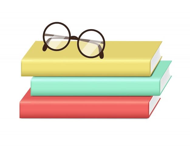 Pilha de livros de cor de capa dura realista isolada