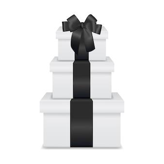 Pilha de três caixas de presente branca realista com fita preta e arco