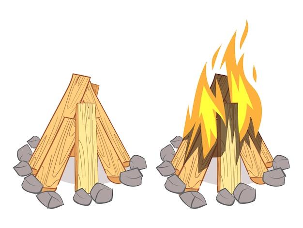 Pilhas de madeira, lenha de madeira, toras de madeira e fogueira ao ar livre