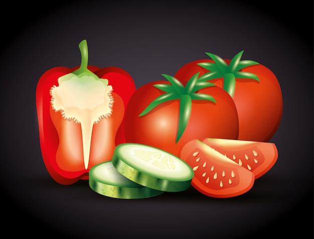 Pimenta vermelha fresca com tomate e pepino fatiado, legumes orgânicos