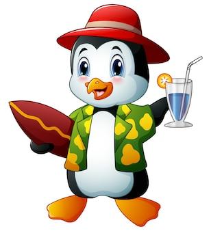 Pinguim de desenhos animados com bebida cocktail e prancha de surf