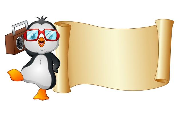 Pinguim de desenhos animados dançando com um gravador e rolo de papel
