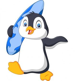 Pinguim de desenhos animados segurando uma prancha de surf