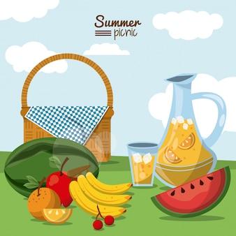 Piquenique de verão com cesta com jarra de suco e frutas