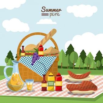 Piquenique de verão com cesta de piquenique cheia de comida na toalha de mesa