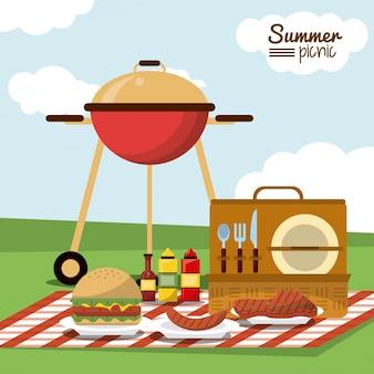 Piquenique de verão com churrasqueira a carvão e salsicha e hambúrguer