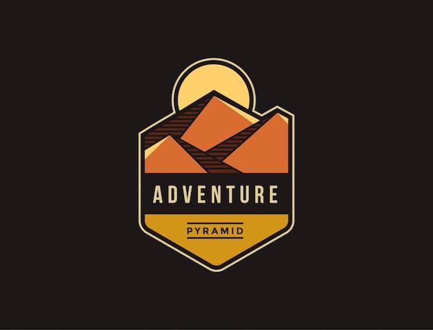 Pirâmide do deserto aventura logotipo emblema modelo
