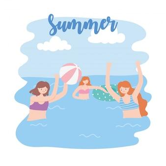 Piscina de verão com meninas e inflável, jogando bola