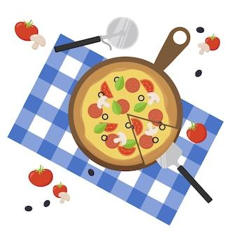 Pizza fatiada com tomate, queijo, linguiça, cogumelo, azeitona, cogumelo, manjericão, tábua de madeira, vista superior