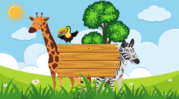 Placa de madeira com animais selvagens em