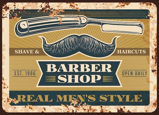 Placa de metal enferrujada de barbearia.