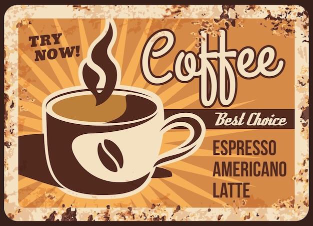 Placa de metal enferrujada do menu das bebidas do café. caneca de cappuccino quente, café com leite ou café expresso.