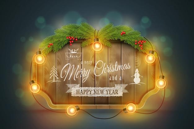 Placa de natal de madeira com galhos de pinheiro, lâmpadas e desejos de férias ..