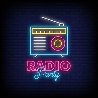 Placa de néon de festa de rádio na parede de tijolo