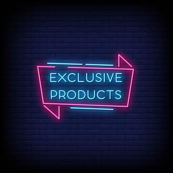 Placa de néon de produtos exclusivos na parede de tijolo