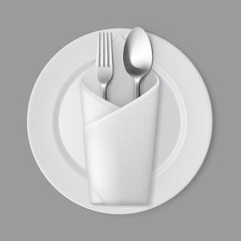 Placa redonda branca vazia garfo de prata colher guardanapo envelope