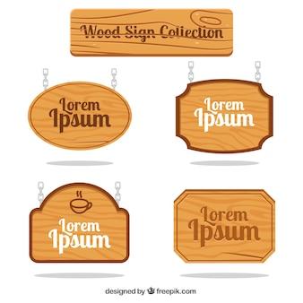 Placas de madeira com correntes