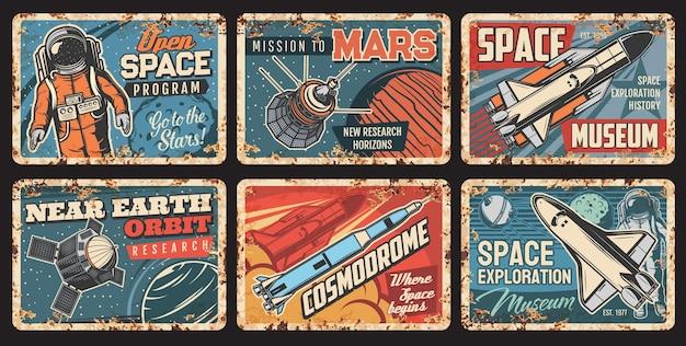 Placas de metal do espaço, foguetes, astronauta e planetas