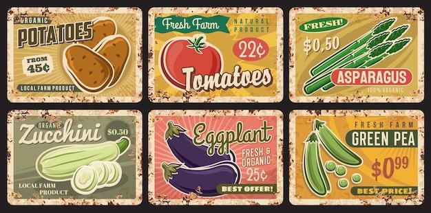 Placas enferrujadas de vegetais de fazenda com comida vegetariana de vetor e feijão. tomate fresco, abobrinha, batata e berinjela, ervilha e espargos, placas vintage e placas de metal velhas, design de mercado agrícola