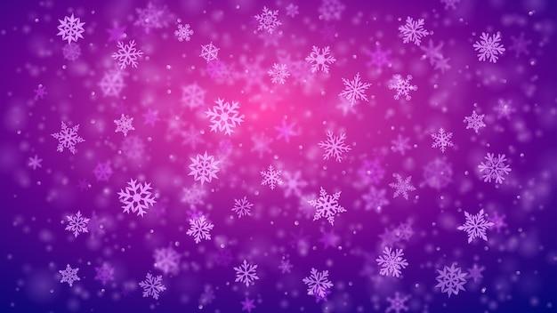 Plano de fundo de natal de complexos flocos de neve caindo nítidos e desfocados em cores roxas com efeito bokeh